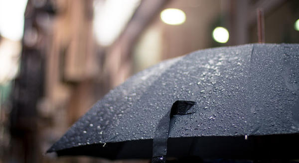 Rainy weather dampens online shopping