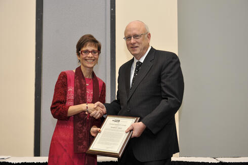 INFORMS President Rina Schneur presenting the INFORMS President's Award to Kenneth R. Chelst