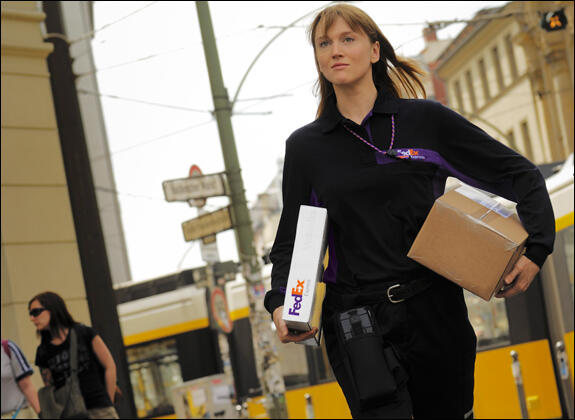 FedEx Express schedules tens of thousands of workers to match anticipated work