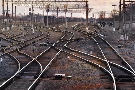 The Astana yard is a junction of four lines and is the busiest terminal in the KTZ network. It receives about 6,000 cars daily.