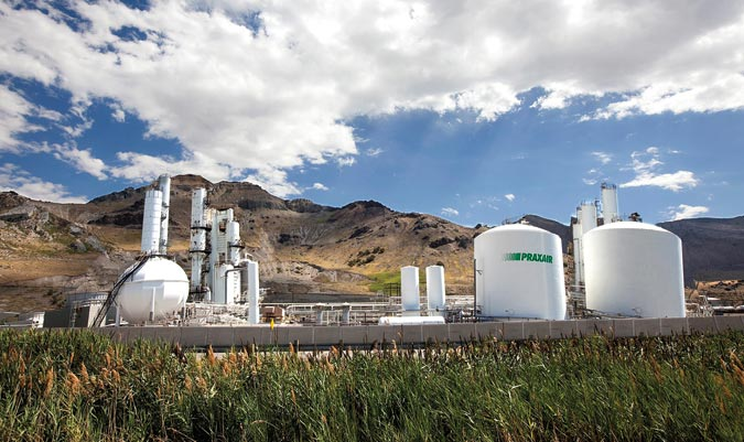 Praxair plant in Utah with argon, nitrogen and oxygen storage tanks.